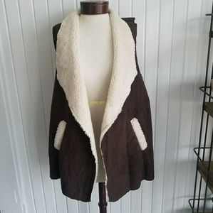 ee2b77d1258 French Laundry Jackets   Coats - 🆕 French Laundry Flyaway Faux Fur Vest ...
